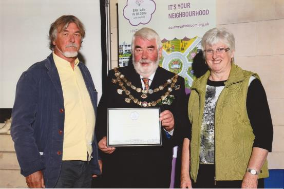 Graham Bell and Lyn Rockey accepted the awards from the Mayor of Dartmouth, Cllr Rob Lyon
