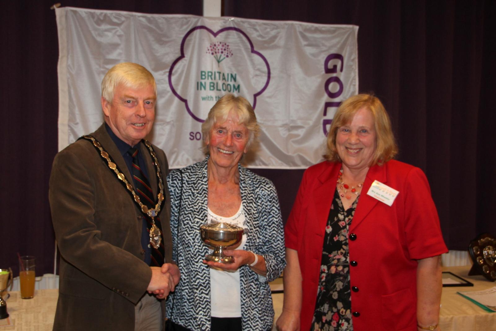Jenny Wilmott receiving Chairman's award from Ann Wheeler and Jeff Trail
